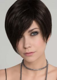 Trend Mono in Espresso Mix |  The asymmetrical fringe falls to the right side of the face at the cheek bone