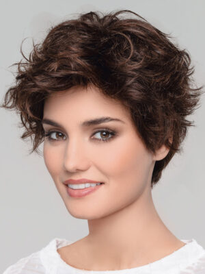 Mondo | Staggered layers add the right amount of volume and shape to give you styling options