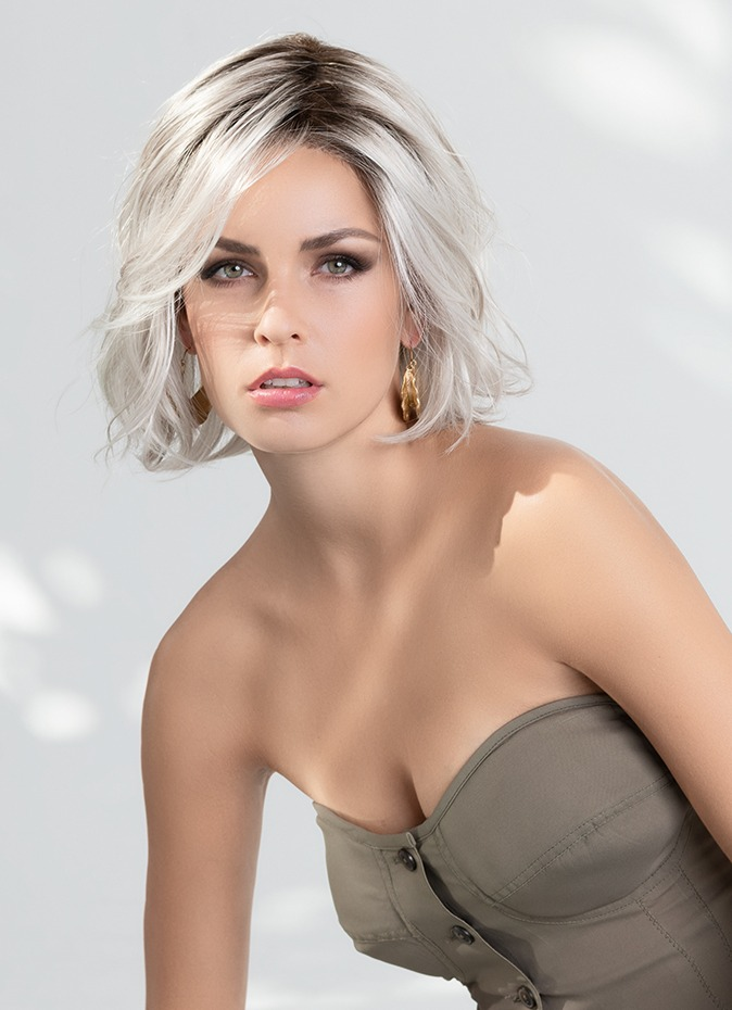 Esprit | The impeccable ear to ear extended lace front offers you confidence in a seamless, natural hairline.